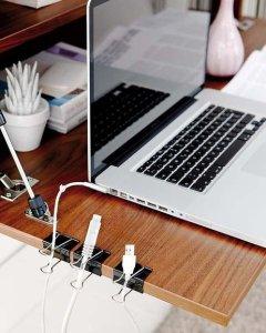 diy-home-office-organization-ideas-declutter-cables-binder-clips-desk - lifehack