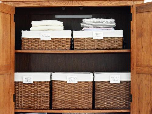 Original_Toni-Hammersley-organized-linen-basket_s4x3.jpg.rend.hgtvcom.1280.960